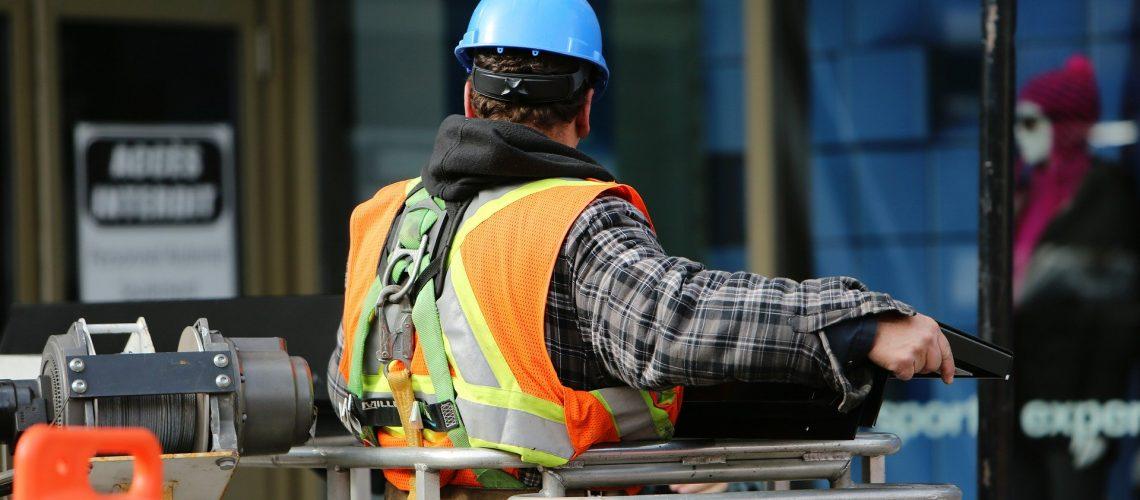 construction-worker-569126_1920